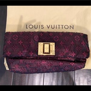 💯% Authentic LV Clutch